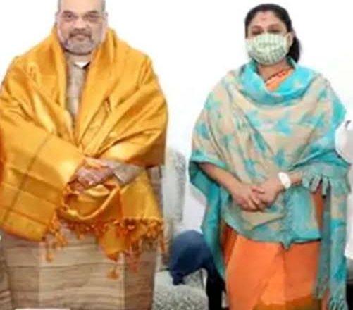 காங்கிரஸ் கட்சியில் இருந்து விலகி மீண்டும் பாரதிய ஜனதா கட்சியில் இணைந்தார் நடிகை விஜயசாந்தி.