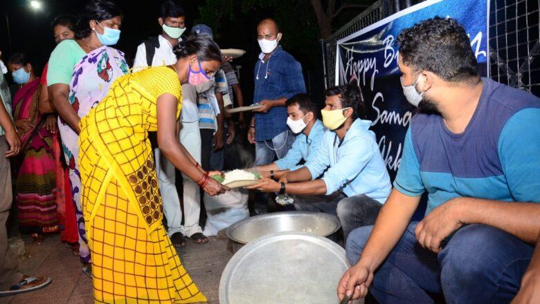 Samantha Die Hard Fan Served Food To Poor People On Her Birthday